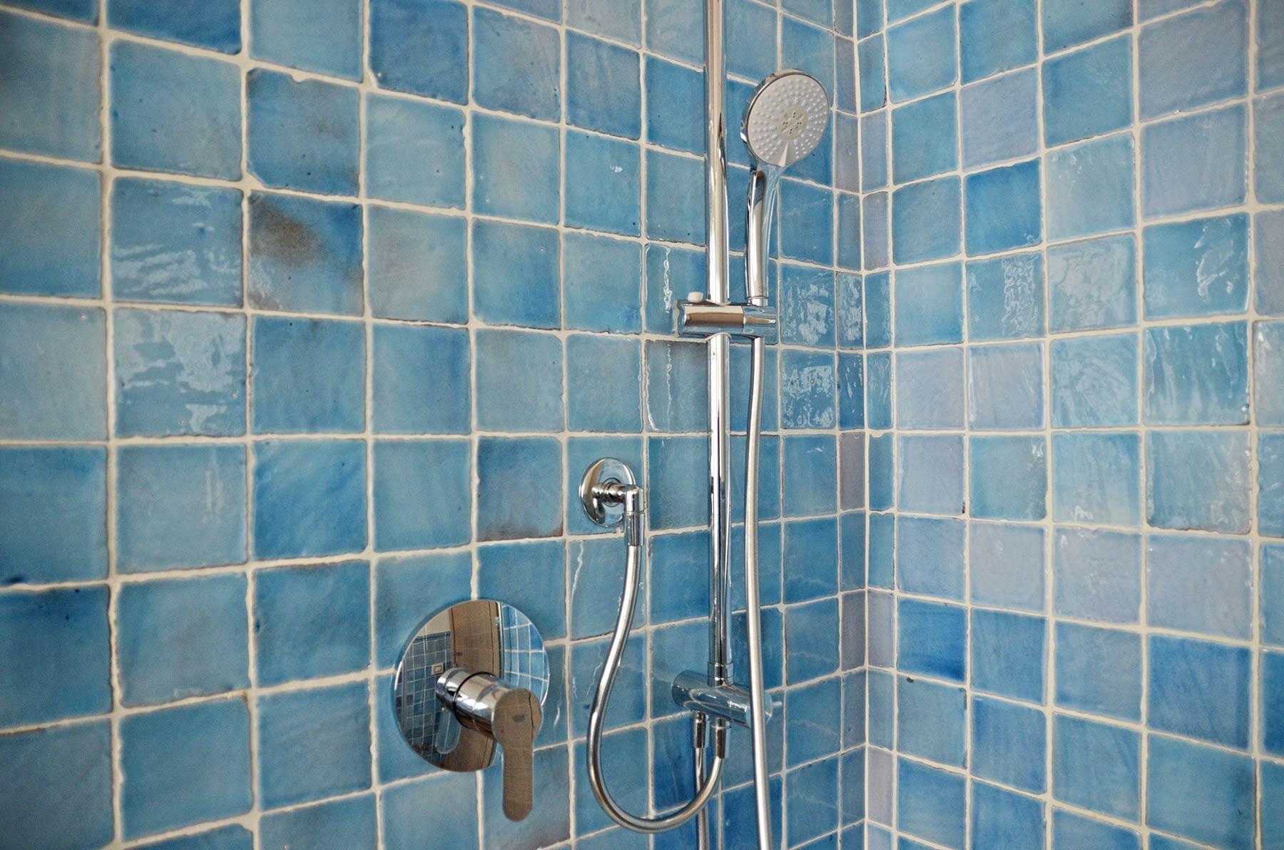 doccia-in-cotto-smaltato