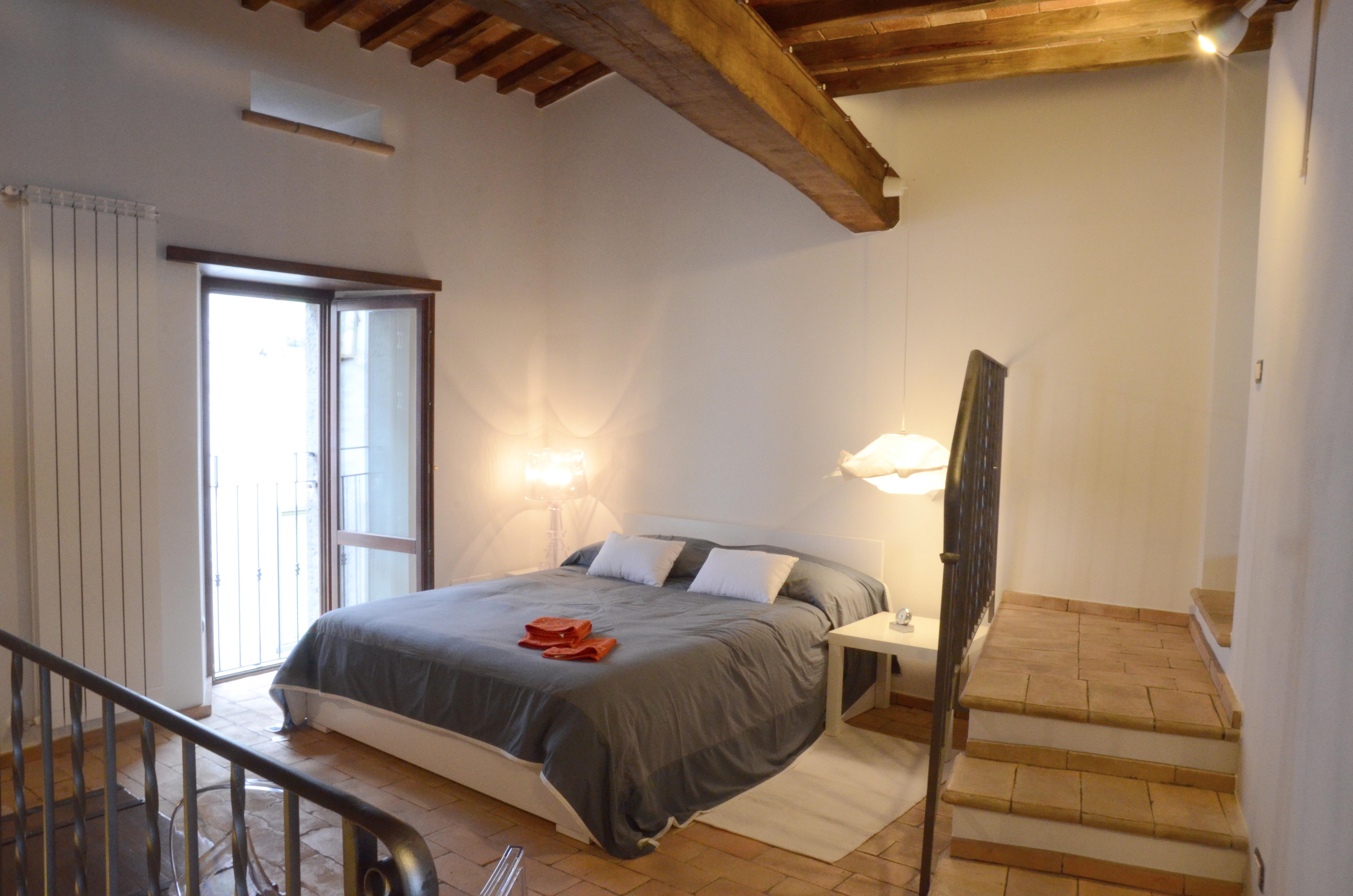 In cerca di ispirazione foto di interni con pavimenti in cotto fatto a mano - Pavimento camera da letto ...