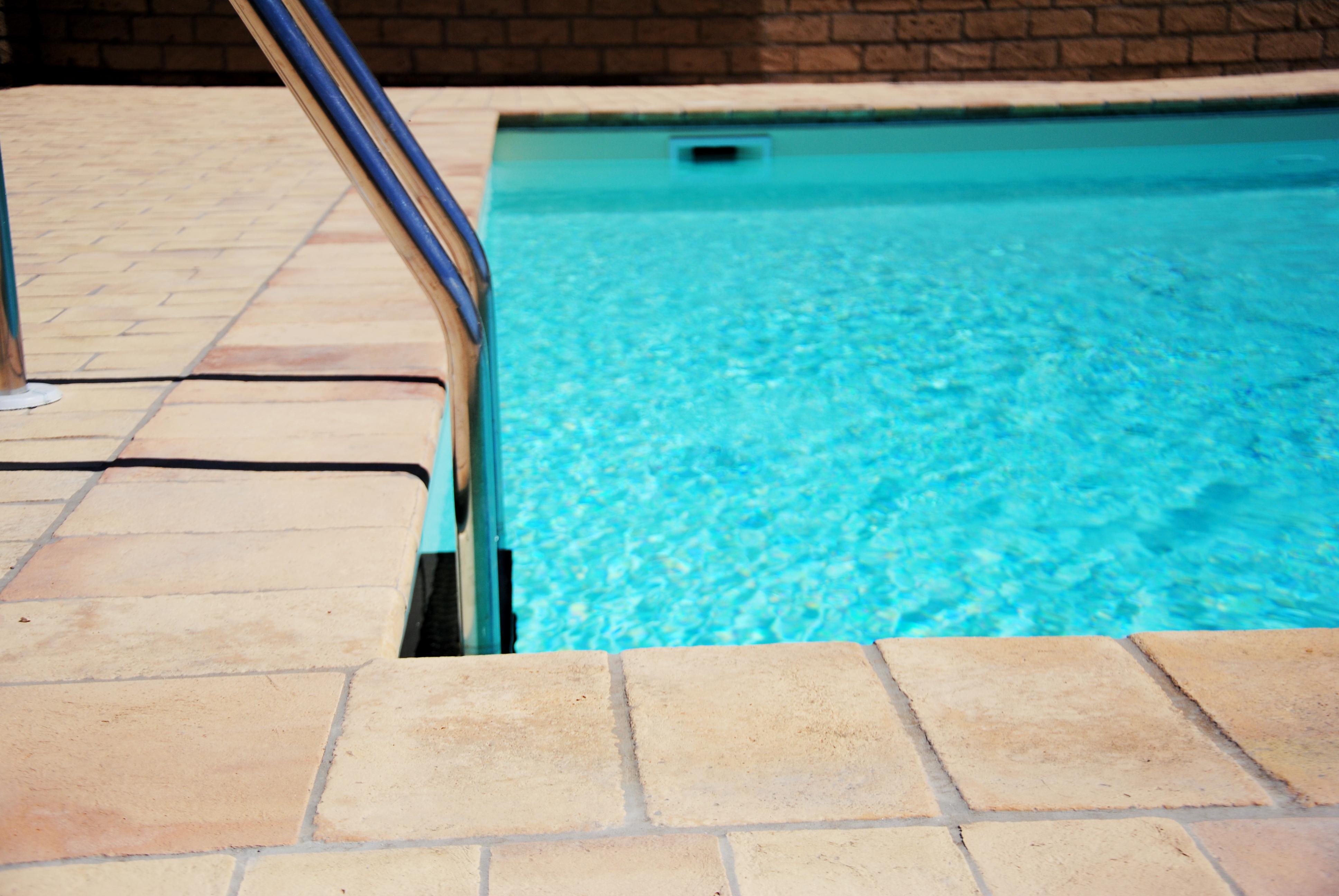 Piastrelle Per Interno Piscina : Piastrelle antiscivolo per bordo piscina pavimentazioni per i