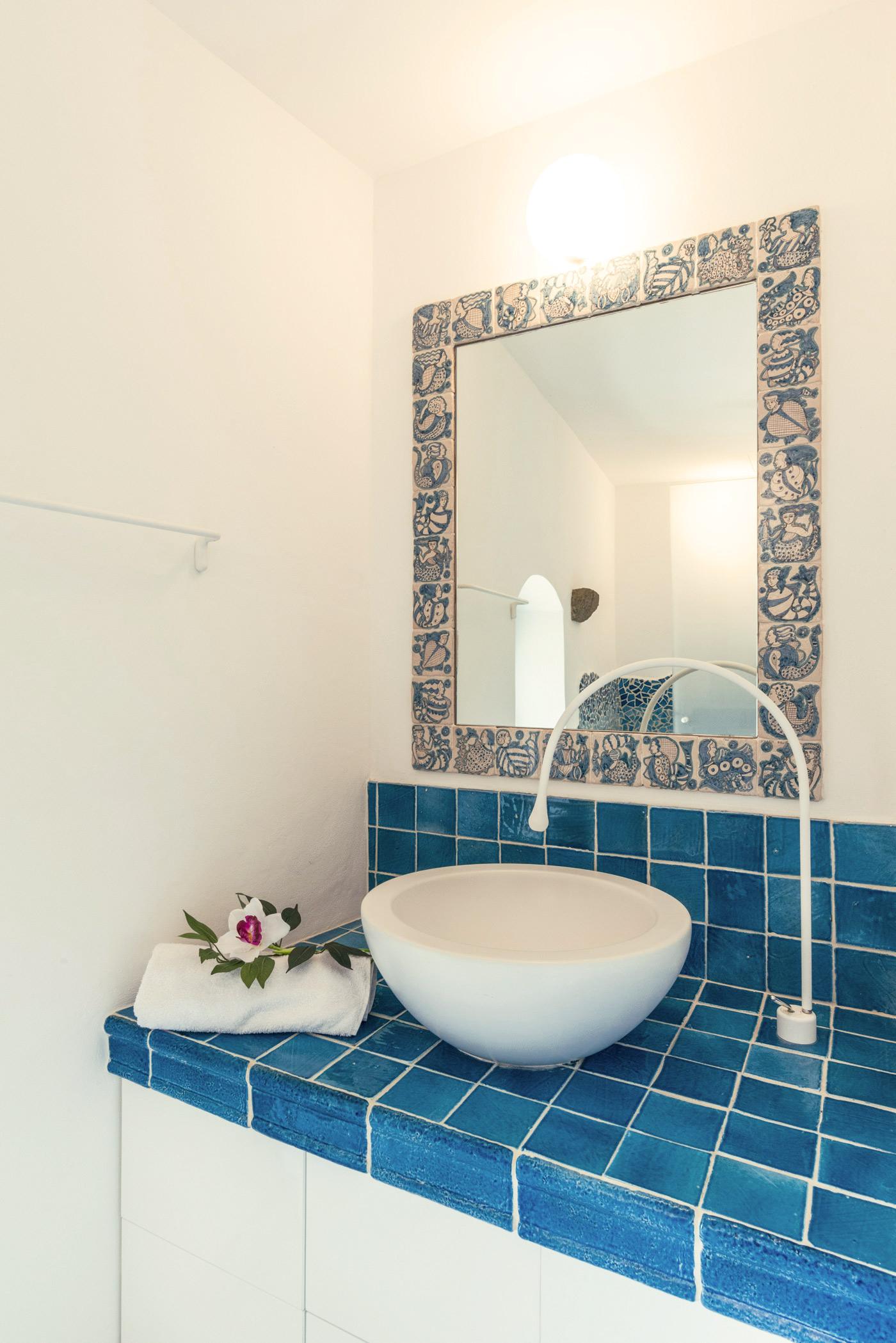 180d2373db ... possiamo utilizzare nelle murature; non è insolito quindi trovare  muretti, ripiani, mensole realizzati in muratura in un bagno in cotto fatto  a mano.