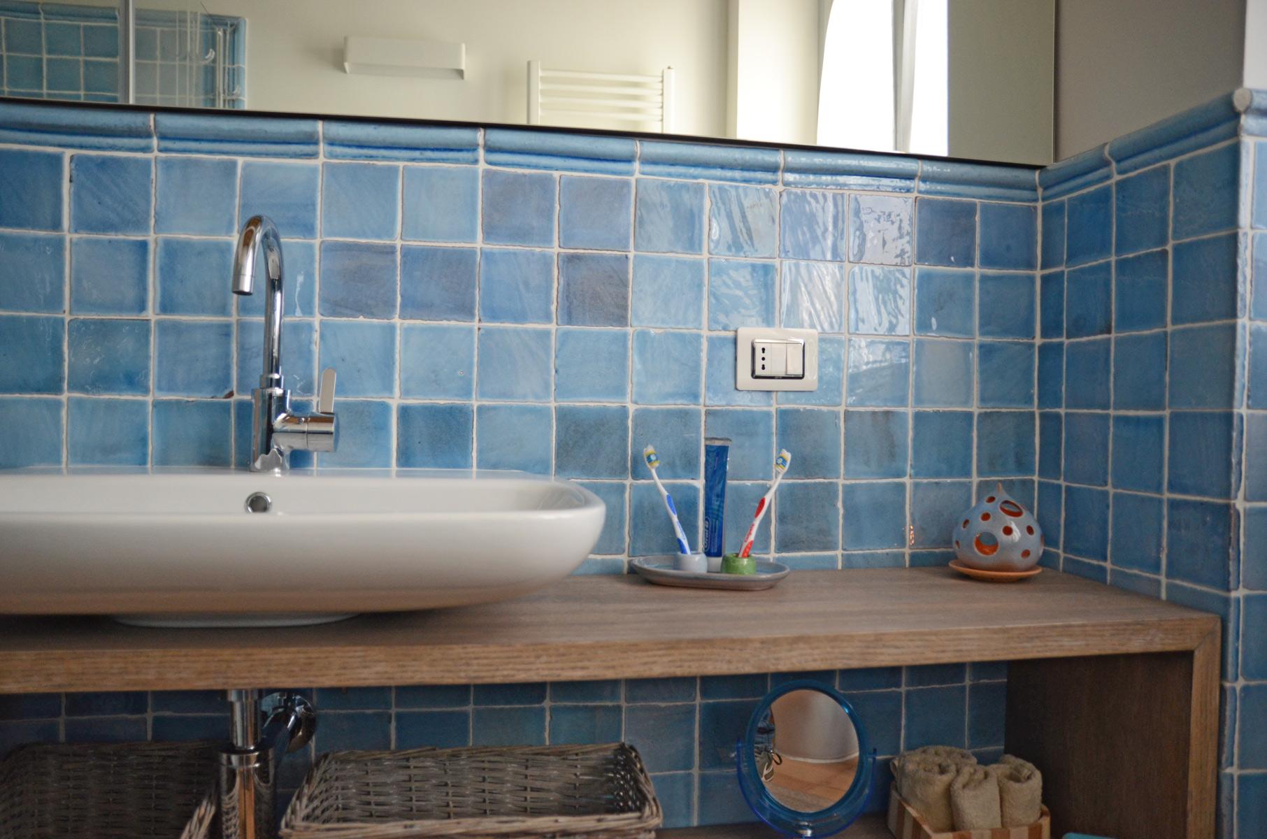 Bagno in cotto idee per pavimenti rivestimenti maioliche