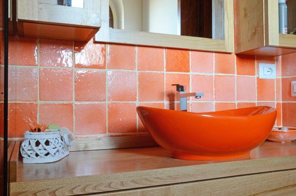 lavabo-colorato-in-cotto-smaltato
